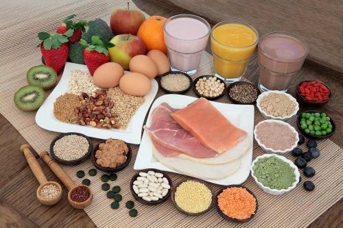 Bệnh nhân ung thư nên tăng cường ăn cá và các loại rau, củ. Ảnh: News.