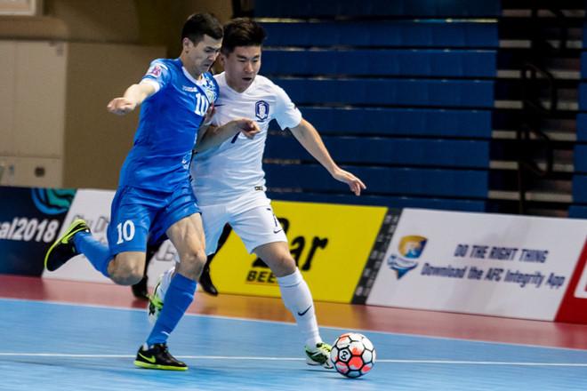 Đội futsal Uzbekistan (áo xanh) rất mạnh tại giải futsal châu Á 2018.