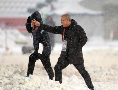 HLV Park Hang-seo hạnh phúc tại Việt Nam, dù mới cầm quân chưa đầy bốn tháng. Ảnh: Anh Khoa.