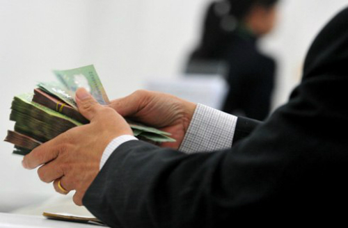 Khách gửi 245 tỷ đồng tại chi nhánh TP HCM của Eximbank bị Phó giám đốc tại đây làm giả hồ sơ để chiếm đoạt rồi bỏ trốn.