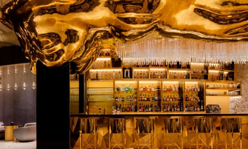 Quầy bar Gold on 27 tại Burj Al Arab. Ảnh: CNN