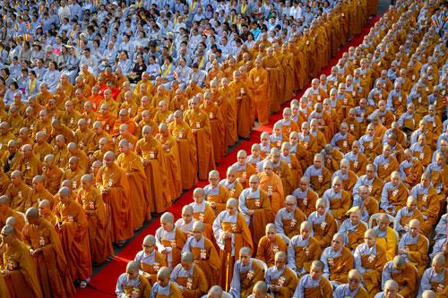 Tăng ni từ các Giáo hội Phật giáo 24 quận huyện ở TP HCM tề tựu tại Việt Nam Quốc Tự. Ảnh: Thành Nguyễn.
