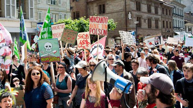 Một cuộc biểu tình phản đối hãng Monsanto tại Thụy Sĩ Ảnh: AP