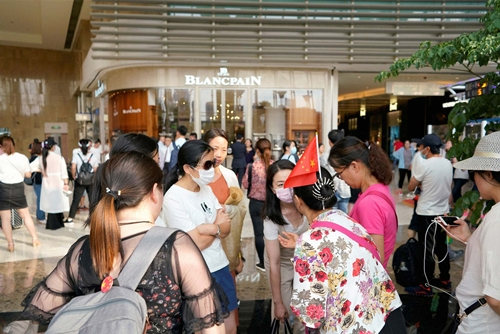Nhà đầu tư vào PPMiao biểu tình tại Thượng Hải hồi giữa tháng 8. Ảnh: Reuters