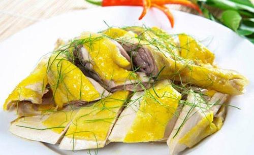 Da gà chứa nhiều chất béo và hàm lượng cholesterol cao, nguy cơ gây bệnh. Nguồn ảnh: Internet.