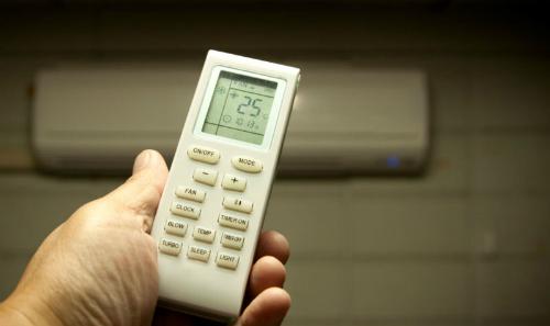 Hóa đơn tiền điện cuối tháng tăng tương ứng với mức giảm nhiệt độ phòng điều hòa.